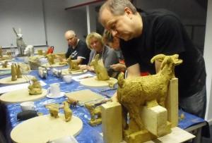 04 Keramikkurs mit Andreas Hinder - die Modelle werden umgesetzt