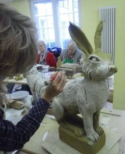 09 Keramikkurs mit Andreas Hinder - ein Hase aus Keramik im Feinschliff der Optik